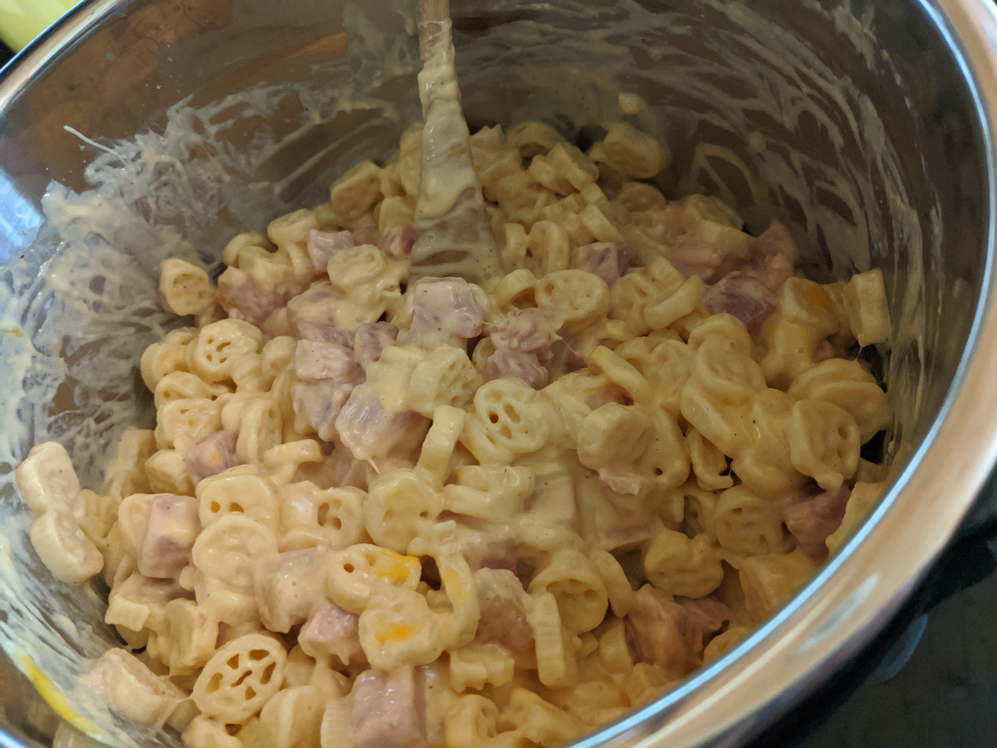Budget friendly ham and cheese pasta made in the pampered chef quick cooker